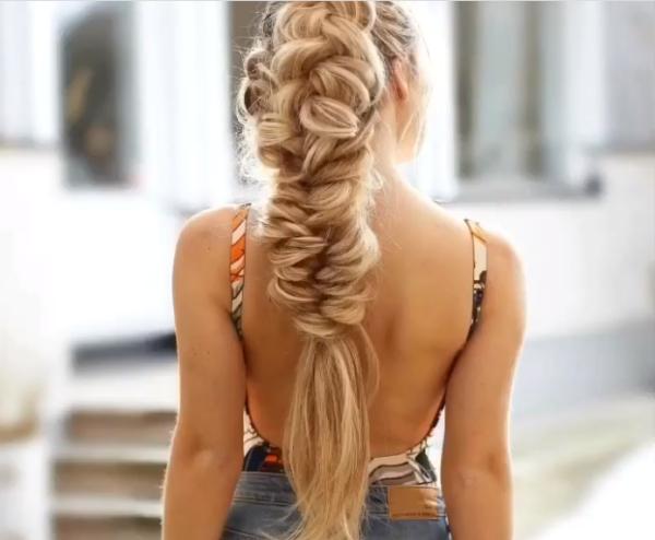 coiffure avec tresse pour la plage