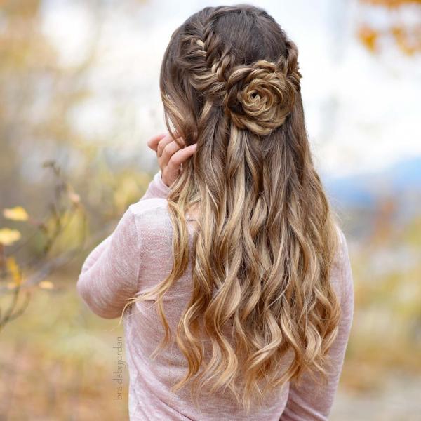 coiffure avec tresse une rose de cheveux