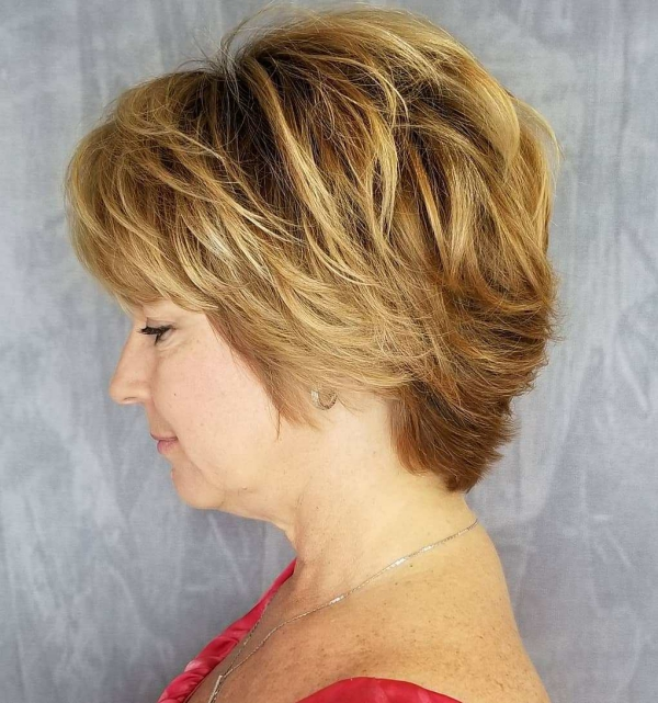 coiffure femme blonde coupe courte populaire