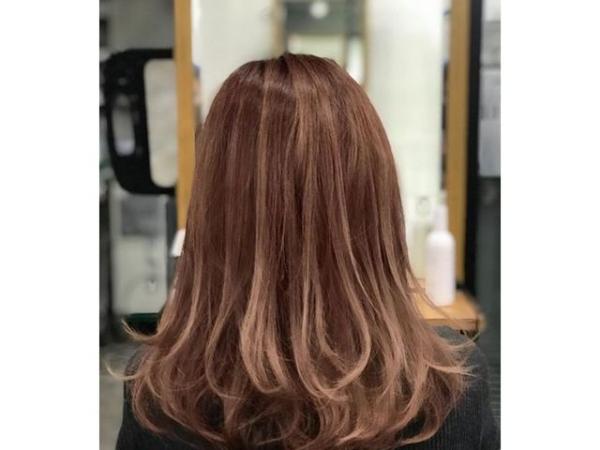 coupe de cheveux à longueur moyenne à étages