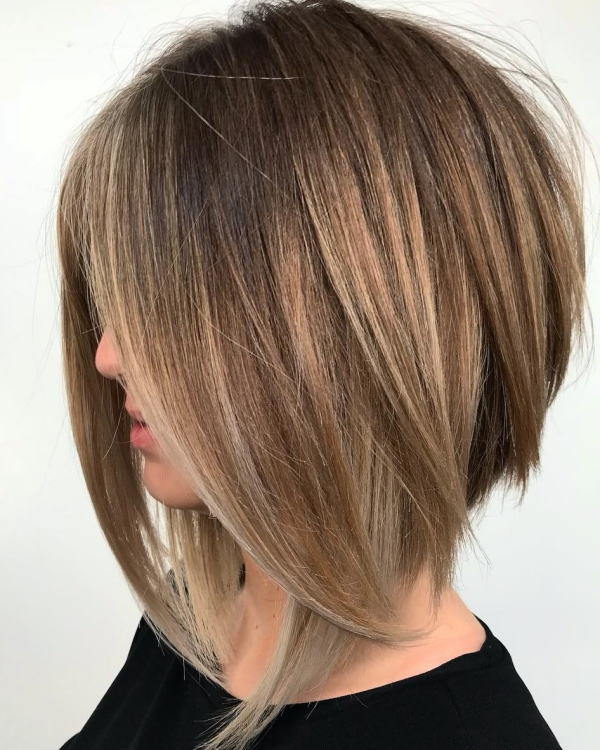 coupe de cheveux à longueur moyenne épais et difficiles à coiffer