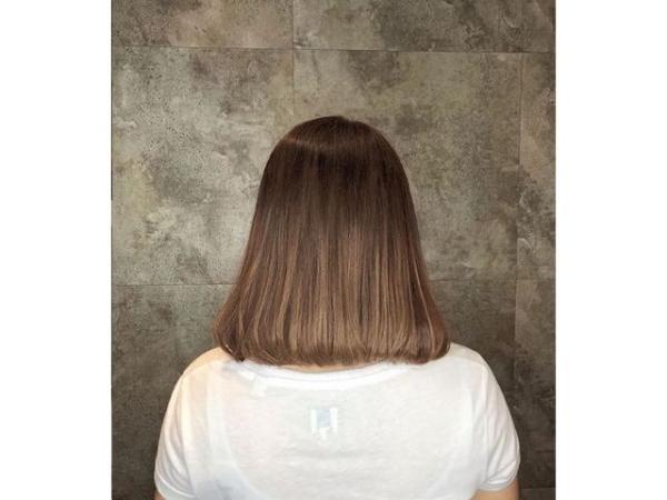 coupe de cheveux à longueur moyenne arrondis vers l'intérieur
