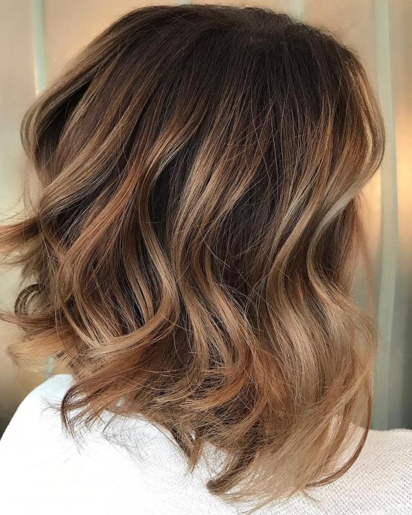 coupe de cheveux à longueur moyenne coupes de cheveux polies