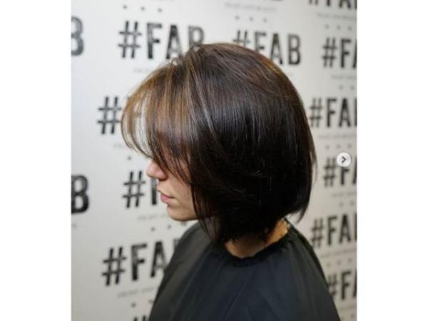 coupe de cheveux à longueur moyenne de forme arrondie
