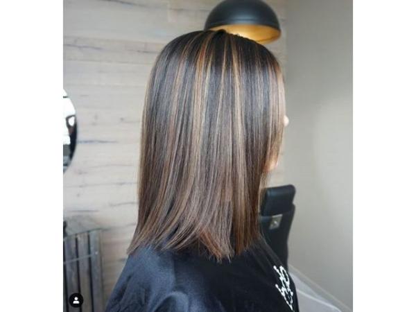 coupe de cheveux à longueur moyenne droits émincis