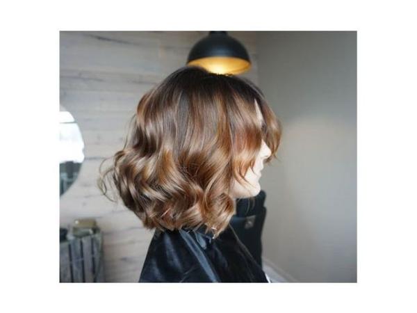 coupe de cheveux à longueur moyenne poils minces