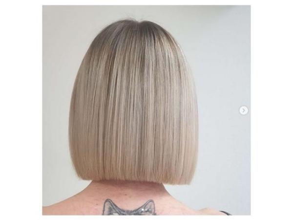 coupe de cheveux à longueur moyenne une coupe égale