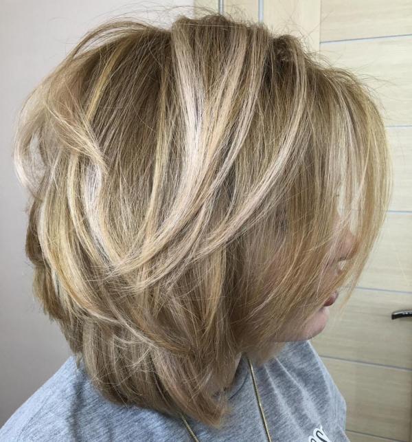 coupe de cheveux à longueur moyenne variation de bobs traditionnels