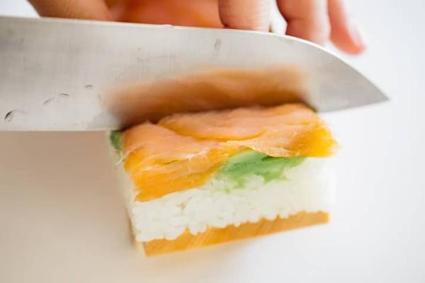 couper oshizushi en morceaux