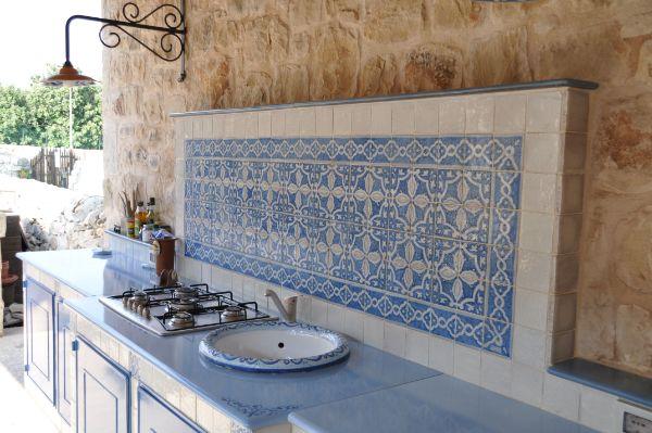 crédence cuisine en bleu déco méditerranéenne