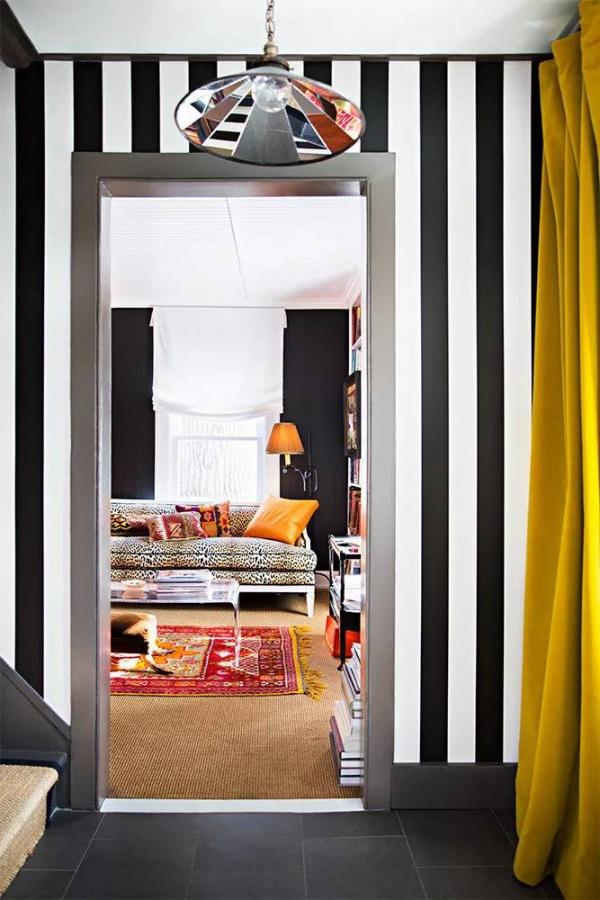décoration d'entrée de maison ambiance multicolore