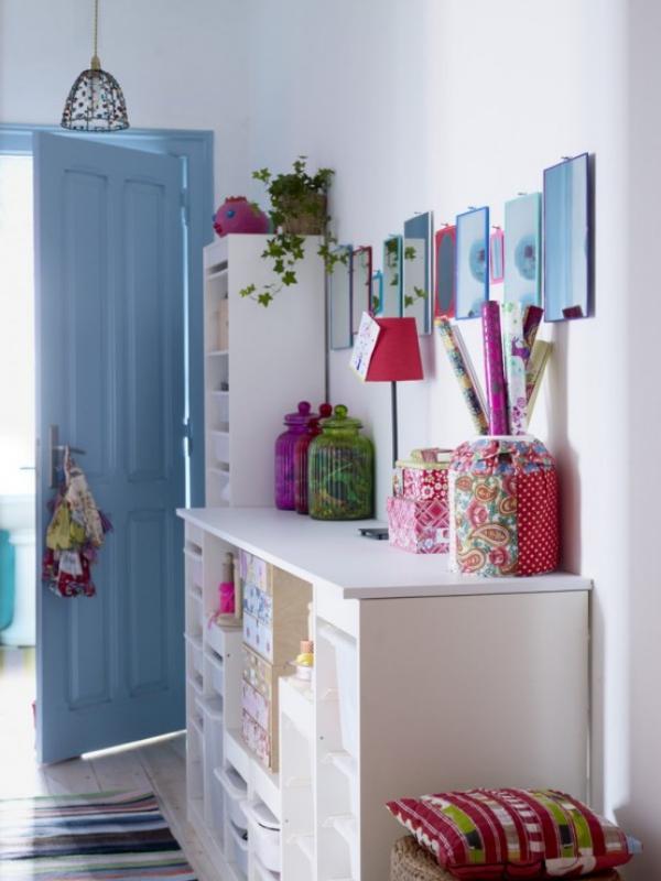 décoration d'entrée de maison en couleurs gaies