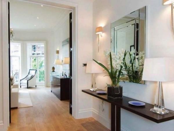 décoration d'entrée de maison simple et fonctionnel