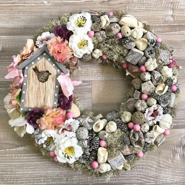 diy couronne de porte pour l'été fleurs mousse pierres