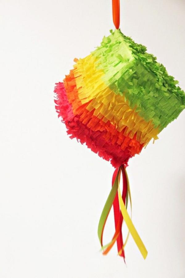 fabriquer une piñata à partir de boîte carton
