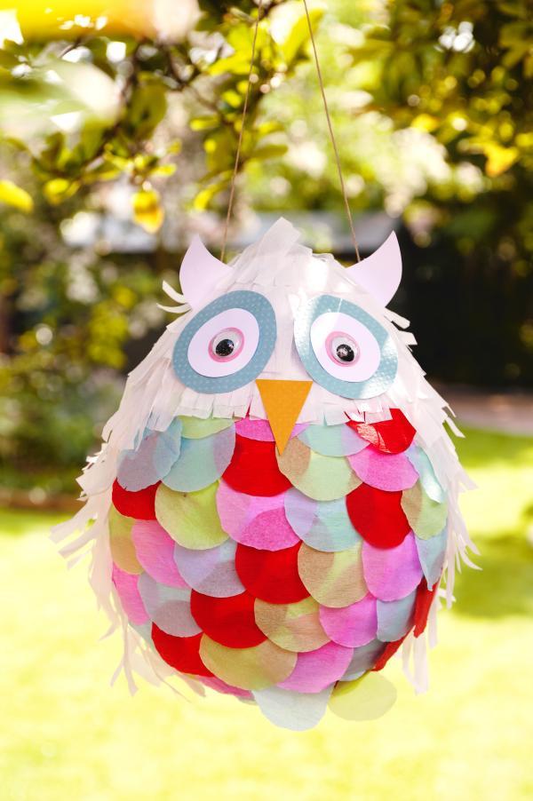 fabriquer une piñata hibou de papier mâché