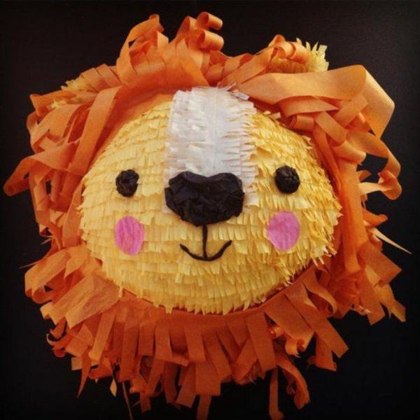 fabriquer une piñata lion