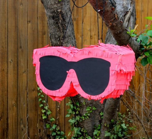 fabriquer une piñata lunettes de soleil