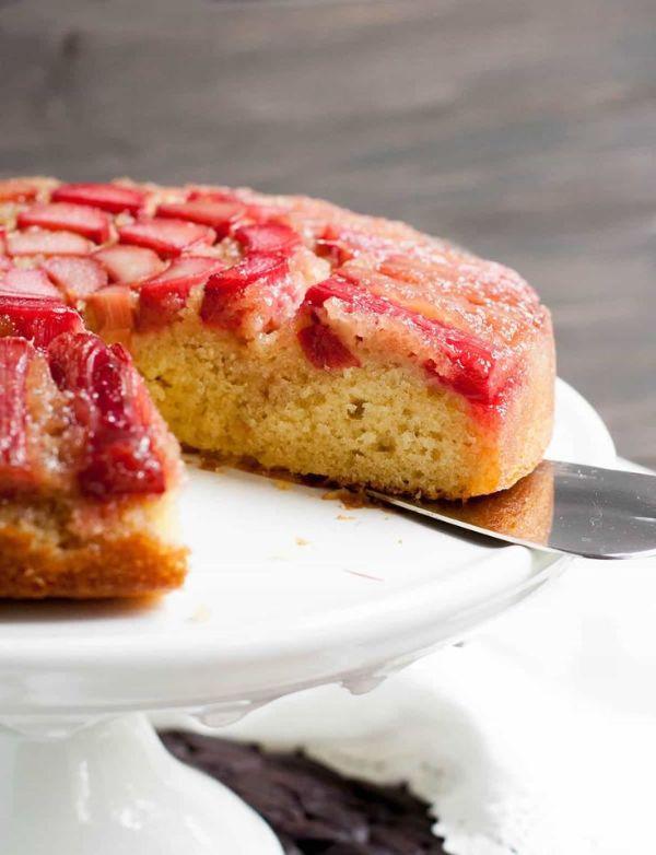 gâteau renversé à la rhubarbe planter de la rhubarbe