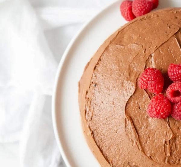 gâteau sans gluten chocolat framboises pour décoration