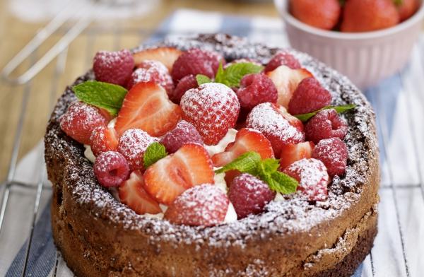 gâteau sans gluten chocolat saupoudrer de sucre en poudre