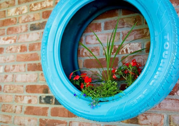 jardinière suspendue bricolage vieux pneu repeint