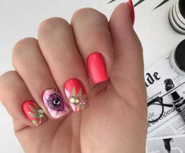 manucure stylée tendance thème floral