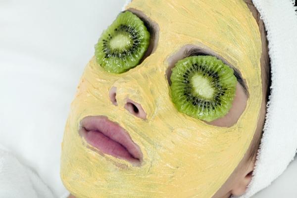 masque au jaune d'oeuf pour le visage tranches de kiwi