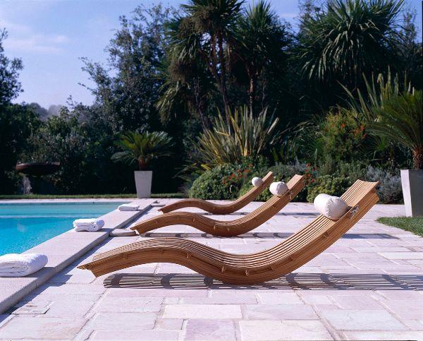mobilier de jardin transat jardin en bois pour se relaxer en été