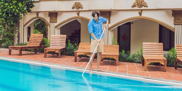 nettoyage fond de piscine éliminer des feuilles