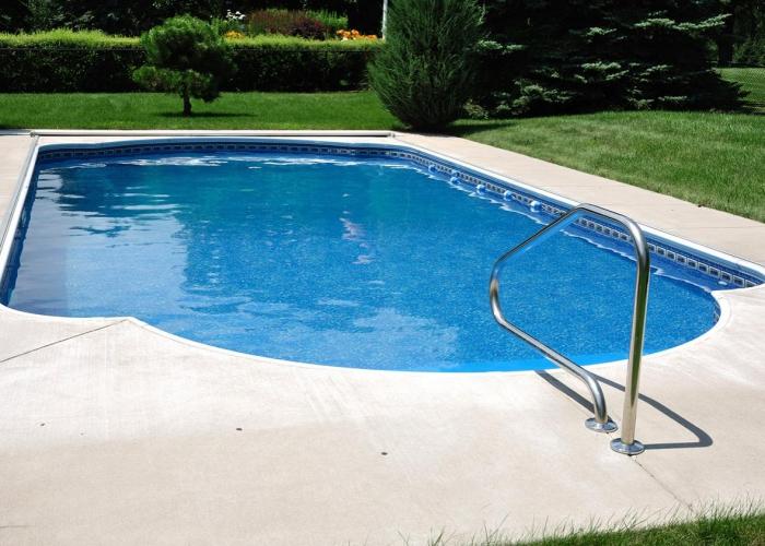 nettoyage fond de piscine la bonne couleur