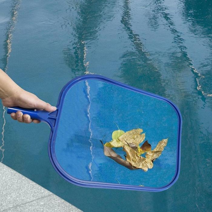 nettoyage fond de piscine ramasser les feuilles