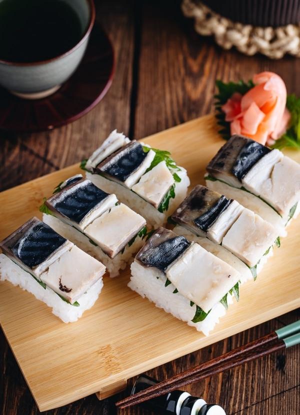 oshizushi au maquereau et légumes