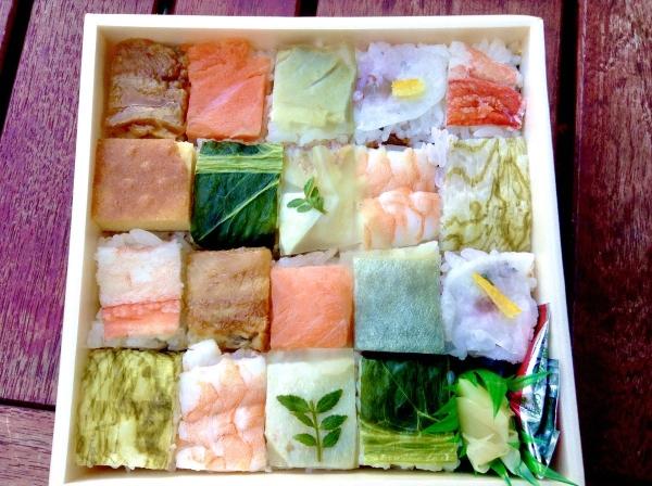 oshizushi aux garnitures variées