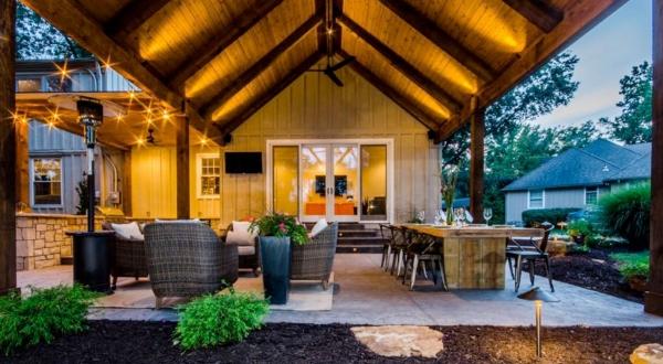 patio couvert à côté du potager