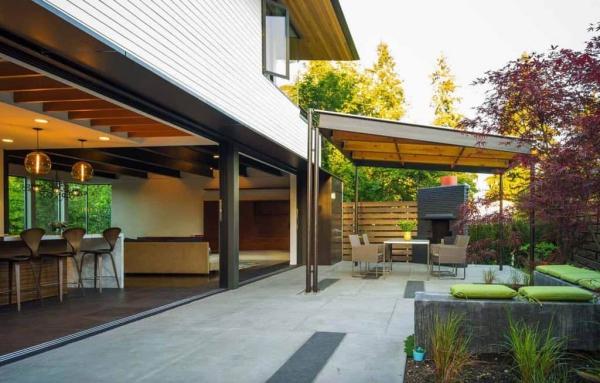 patio couvert mélange de matériaux