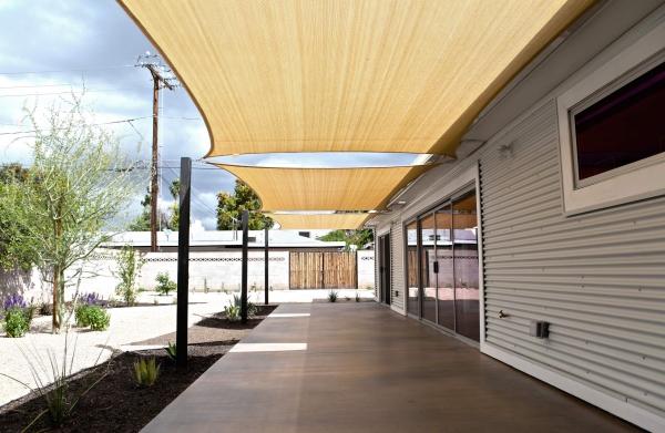 patio couvert murs en acier ondulé