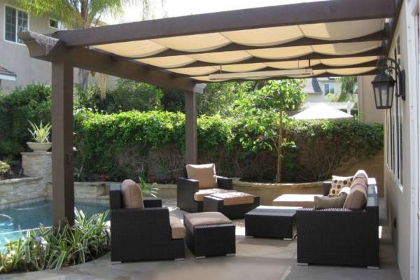 patio couvert pour fournir une ombre filtrée