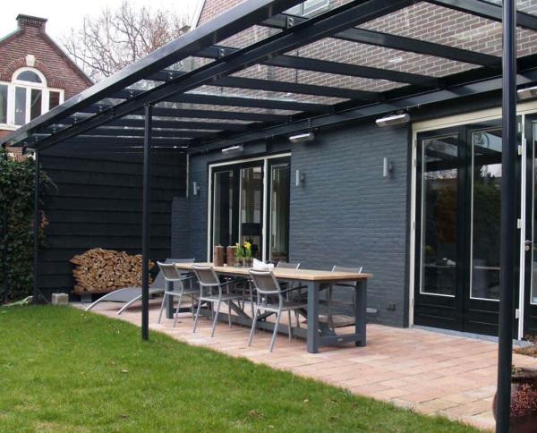 patio couvert un toit vitré