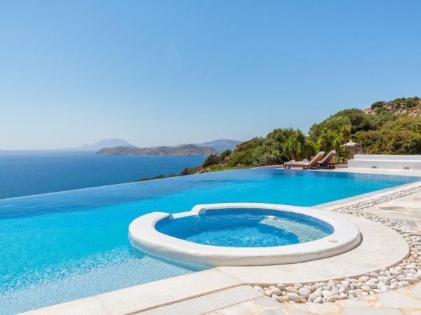 piscine à débordement avec petite piscine ronde pour enfants