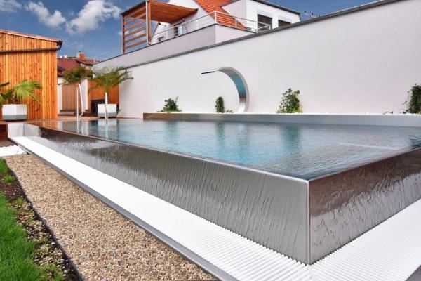 piscine à débordement luxe acier inoxydable