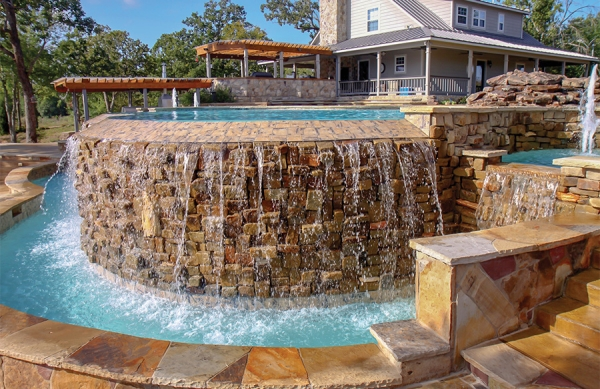 piscine à débordement pierres