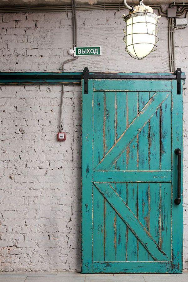 porte de grange coulissante en turquoise