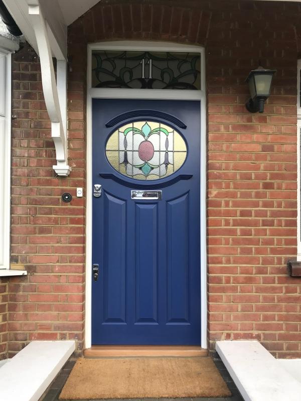 porte d'entrée avec vitrage en aluminium couleur bleu encre