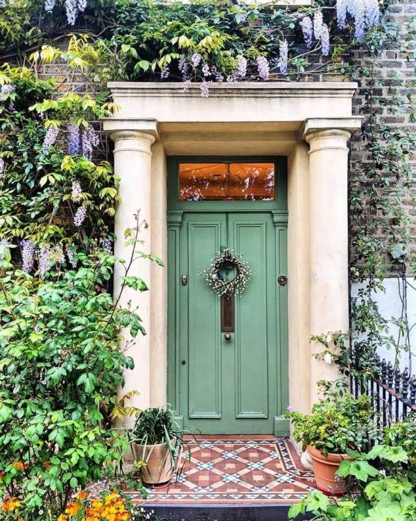 porte d'entrée pleine en bois couleur vert menthe