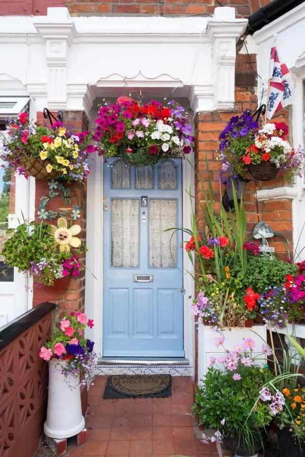 porte d'entrée semi-vitrée en bois couleur bleu clair