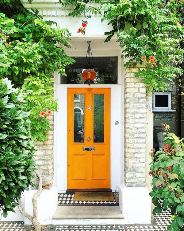 porte d'entrée semi-vitrée en bois couleur orange