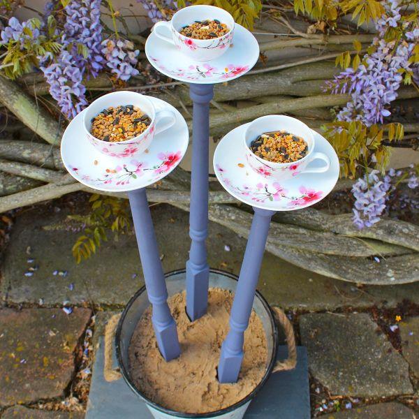 projet diy mangeoire oiseaux facile à faire avec de la vaisselle ancienne tasses à thé