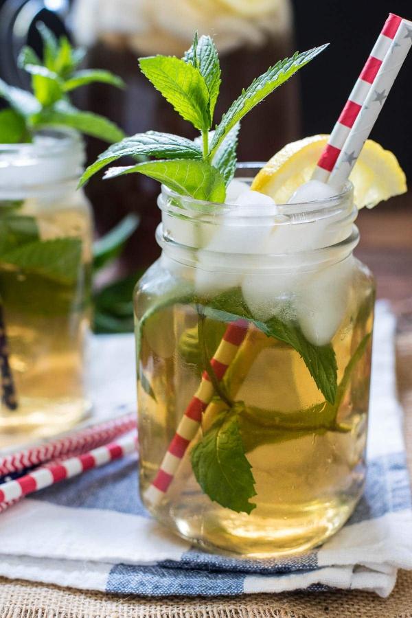 recette thé à la menthe dans un bocal