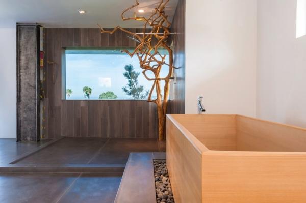 salle de bain japonaise baignoire en bois clair carrelage foncé